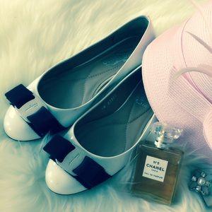 Ferragamo vara flat shoes